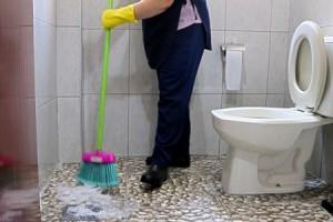 trabalhadora-terceirizada-limpeza